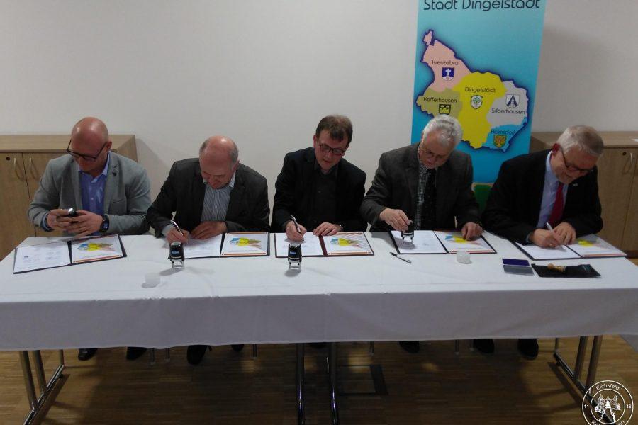 Fusionsvertrag unterschrieben